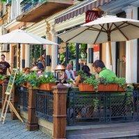 Летний день в тени кафе. :: Вахтанг Хантадзе