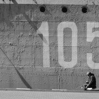 Рыбак у 105-го :: Андрей Анабардыев