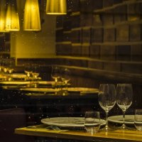 Behind the showcase of the restaurant :: Dmitry Ozersky