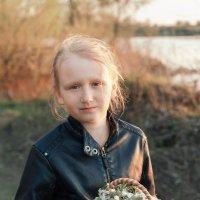 Девочка с корзинкой цветов :: Оксана Лада