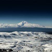 Величественная гора Арарат. :: Анатолий Щербак