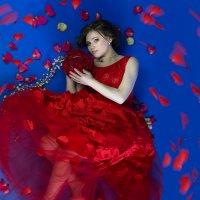 Девушка в красном :: Юлия