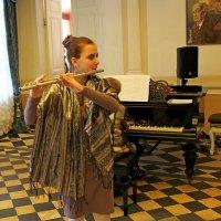 Юная флейтистка :: Vladimir Semenchukov