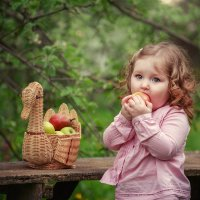 Весна.Яблоневый сад :: Наталья Кирсанова