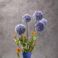 Букет в синей вазочке. :: Лилия *