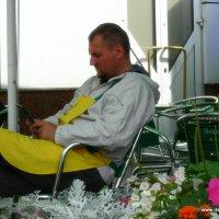 Читающий продавец кукурузы... :: Ольга Мазаева