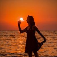 Какое загадочное занятие: поймать солнышко. :: надежда корсукова