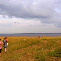 За околицей у реки :: Валерий Симонов