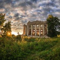 Развалины церкви Пресвятой Троицы :: Николай Титюк