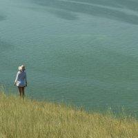 Девушка на холме :: Андрей Захаров