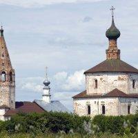 Суздаль, Козьмодемианская и Крестовоздвиженская церкви :: Виталий Авакян