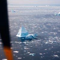 Полет над айсбергами. Гренландия :: Олег Неугодников