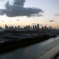Справа по курсу Майами :: Яков Геллер