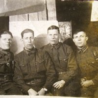 Фронтовая фотография.Февраль 1942 г. Боевые друзья. :: юрий