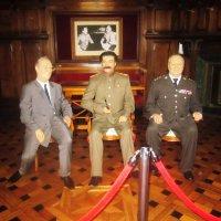Восковые фигуры Рузвельта, Сталина и Черчилля в Ливадийском дворце :: татьяна