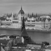 Парламент в Пеште и Старая Кирха в Буде. :: M Marikfoto