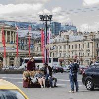 По улицам ДИВАН носили.... :: Людмила Волдыкова