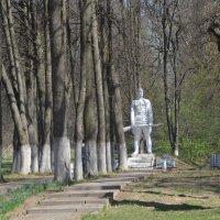 Братская могила в Серпейске :: demyanikita