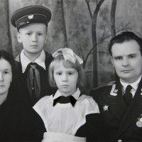 Папа, мама, брат и я (на Сахалине). :: Валерия  Полещикова