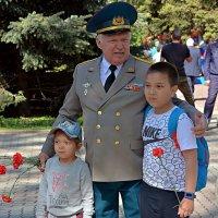 Фото на память с ветераном... :: Асылбек Айманов