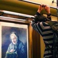 Вернисаж в вагоне метро :: Анна Воробьева