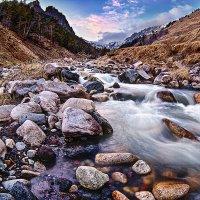 Красавец Кавказ, горная речушка. :: Вячеслав Ложкин