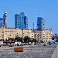 Главная аллея Парка Победы :: Анатолий Колосов