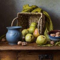 Груши и маленький синий горшочек.. :: Татьяна Карачкова