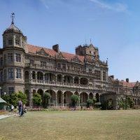 Английская резиденция начала 20 века. Индия. Шимала. :: Oleg