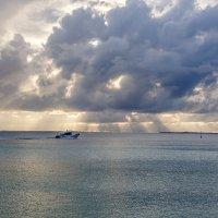 Восход солнца на Мальдивах. :: Татьяна Калинкина