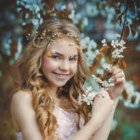 Девочка в цветах :: Лариса