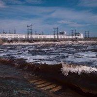 Сброс воды на Камской ГЭС :: Юрий Арасланов
