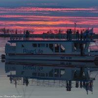 Речная прогулка на закате. :: Виктор Евстратов