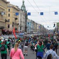 На роликах по центру Петербурга..Невский стоит..)) :: tipchik