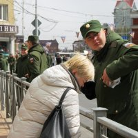 Мама и на посту не бросит... :: Анастасия Алёшина
