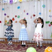 Танцуем национальный танец :: Михаил Костоломов