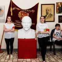 И Ленин такой молодой... :: Вячеслав Овчинников