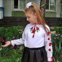 Настенька и ирис :: Нина Корешкова