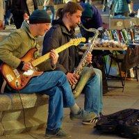 И соло на саксофоне... :: Sergey Gordoff