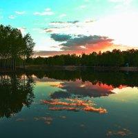 Закат над озером Зрустальное :: Владимир Куликов
