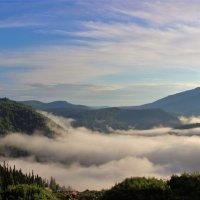 Разлёгся, развалился туман в долине :: Сергей Чиняев