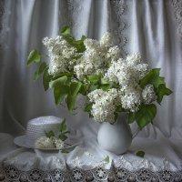 Белая сирень и шляпа. :: Людмила Костюченко