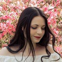 Ангел в яблоневом саду. :: Сергей Гутерман
