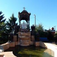 Фонтан во дворе храма :: Оксана Тарасенко