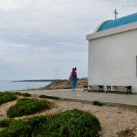 у церкви Святых целителей Агиа Анаргири :: Татьяна Копосова