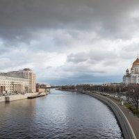 Тучи над городом встали, в воздухе пахнет грозой... :: Олег Пученков
