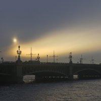 Троицкий мост мрачным вечером :: Елена