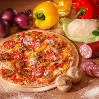 Натюрморт с пиццей :: Светлана Л.