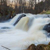 Один из многочисленных карельских водопадов :: Владимир Лазарев