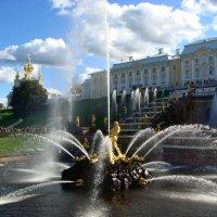 Петергоф. Фонтан Самсон и Большой каскад на фоне Большого дворца... :: Ольга Русанова (olg-rusanowa2010)